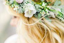 Coiffure fleurie / De jolies fleurs dans les cheveux, pour une coiffure originale