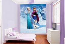 Disney / Vous souhaitez créer un univers Disney chez vous ? Cela est possible grâce à nos papiers peints et stickers !