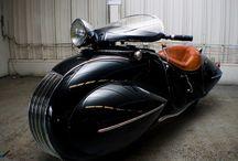 Motorcycles / by Laura Pliskin