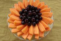 Piatti di frutta / Presentazione di piatti guarniti con la frutta