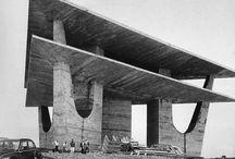 Construção da Torre de TV de Brasília, de Oscar Niemeyer