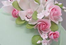 tort kwiaty cukrowe