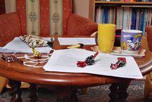 My Insta photos Csendélet a nappaliban, avagy szaloncukor szünet  holnap ilyenkor már túl leszek a negyedik vizsgámon  #studying #relax #mugs #examstime #librarianstudent