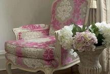 Cadeiras e poltronas decorativas / by Luciane Moura Rocha