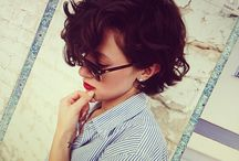 Hair / Short and curly hairs.  Cabelos curtos e cacheados.