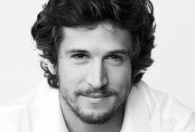 Guillaume Canet / 10 Nisan 1973 doğumlu bir Fransız aktör, yönetmen ve senarist.  Canet filme geçmeden önce tiyatro ve televizyonda kariyerine başladı. O gibi çeşitli filmlerde rol aldı Joyeux Noël , You Dare Eğer Love Me ve Plaj . 2006 yılında yazılı döndü ve birlikte yönetmenlik No One söyleyin ve bir kazanan En İyi Yönetmen Ödülü César .