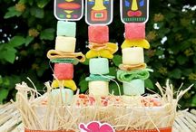 Hawaiian Luau Party Ideas / Hawaiian Luau Party Ideas for a fun summer party! Luau party decoration. Luao food and drinks and more. This is the theme we are using for Becca's sweet sixteen party this summer.