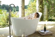Contemporary Bathtubs / Linhas de vanguarda criam um ambiente elegante, moderno e com um estilo único.