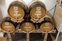 """La tienda de """"Inés Rosales"""" adora Bodegas Salado / Nuestros vinos directamente del barril de roble francés en la nueva tienda de Inés Rosales en la Plaza de San Francisco"""