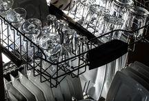 Køkken | Kitchen / I mange hjem er køkkenet blevet hjemmets hjerte, der bliver brugt til både madlavning, samvær, leg og hygge med familien. Et køkken, der bliver hyppigt brugt, bliver også beskidt, og det kræver altså grundig rengøring. Få her de bedste tips til rengøring af køkkenet samt køkkenets hvidevarer.