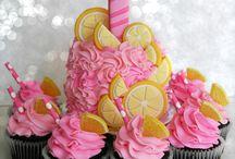 Baking&Decorating Ideas / by Stephanie Majeau