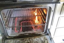 brandblusser woning / Brandblusser voor woning. Brand in huis wordt vooral veroorzaakt door onvoorzichtigheid. Bijna de helft van woningbranden ontstaat in keukens en in woonkamers. Om te voorkomen dat er in uw woning brand ontstaat is het belangrijk om brandblussers en een blusdeken in de woning te hebben. Mensen vinden de temperatuur en de vlammen van brand in de woning het gevaarlijkst. Het meest gevaarlijke aan brand in een woning zijn de giftige rookgassen en roetdeeltjes die bij brand zeer snel ontstaan.