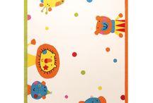 Dywany dla dzieci Sigikid / Oferta pięknych dywanów do pokoi dziecięcych firmy Sigikid. Dywany dla dzieci dostępne są w wielu pięknych wzorach. Doskonała przestrzeń do gier i zabaw, przytulna oaza. Zarówno dla przedszkolaków jaki i dla dzieci w wieku szkolnym.