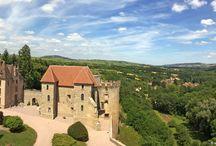 Châteaux de Saône-et-Loire / La Saône-et-Loire possède plus de 189 châteaux allant des forteresses féodales, châteaux Renaissance aux demeures du XVIIème et du XVIIIème, gentilhommières et châteaux du siècle dernier. Une trentaine se visite en Saône-et-Loire et sont à découvrir au gré de vos promenades…
