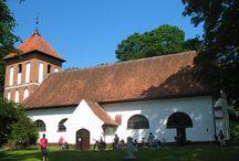 Sorkwity / Wieś Sorkwity położona jest między jeziorami Gielądzkim i Lampackim. Założona została w 1397 roku przez Wielkiego Mistrza Krzyżackiego Winricha von Kniporode.