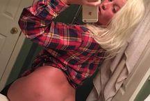 Allison Parrish / Η 20χρονη Allison Parrish που ποζάρει γυμνή στη σελίδα της  Μια πολύ καυτή παρουσία της αρέσει να φωτογραφίζεται γυμνή στο Tumblr και προκαλεί όσους την ακολουθούν, αφού ξεκαθαρίζει ότι είναι ένα κορίτσι που της αρέσουν όλα, γιατί είναι bisexual..  Της αρέσει να τα δείχνει όλα στο ίντερνετ, γιατί απλά… αυτό είναι το βίτσιο της.  Η 20χρονη ανεβάζει πολύ τακτικά γυμνές ή hardcore φωτογραφίες της, ενώ ξεκαθαρίζει ότι από τότε που ανακάλυψε ότι είναι bisexual, νιώθει ευτυχισμένη.