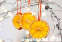 DIY Christmas Ornaments for big and small / We love Ornament Crafts - one of my favourite Christmas activities of the year. Find lots of Christmas Tree Ornament inspiration here! Love Christmas Tree Decorations!!!