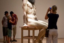 Hyper Realistic Sculptures / O Artista faz esculturas hiper-realistas que vão confundir os seus sentidos .O mais impressionante é o trabalho minucioso com que o artista  aperfeiçoa suas criações. Cada detalhe único do corpo humano é esculpido para transmitir emoção e feições que imitam pessoas reais.