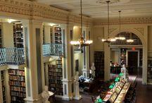 No es lo que parece / Hay veces en que las bibliotecas que salen en una película no lo son, pero tampoco se trata de un decorado. Y otras veces la embajada o la galería de arte que vemos están rodadas en una biblioteca. Por último, hay bibliotecas reales que representan a otra.