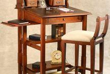 Malé psací stoly