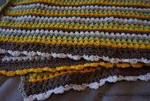 Kocyk na drutach dla niemowlaka. / Kocyki z kolorowej włóczki robione na drutach dla niemowlaka - do wózka i do łóżeczka.