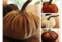 Fall / Home décor for fall / autumn mantel ideas / DIY décor / Halloween / fall floral