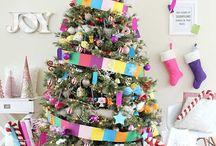 ÁRVORE DE NATAL / A árvore de Natal decorada envolve muito mais do que os enfeites pendurados, mas toda a seleção de cores, formatos, tamanhos e distribuição dos elementos de forma harmônica. Para te ajudar nessa missão de decorar tudo, separamos algumas fotos para você deixar sua árvore de Natal decorada ainda mais linda!