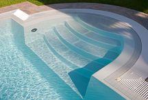 Schwimmbad-Treppen