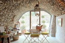 Дом из дикого камня