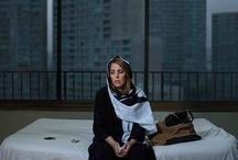 Artista: Newsha Tavakolian / Un tema común en su trabajo es historia en imágenes de mujeres, amigos y vecinos de Irán, evolución de la función de la mujer en la superación de las restricciones basadas en el género, y contrasta los estereotipos en los medios de comunicación occidentales.
