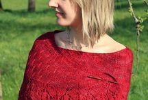Knitting in Red / Capi e accessori in rosso