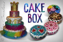 Cake Box / Creazione di packaging decorato a mano con varie tecniche pittoriche e materiali che conferiscono rilievo per un ottimo effetto 3D.