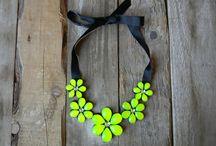 COLLAR BABERO / Collar babero con forma de flor