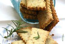 Biscotti salati con noccioline e semi di sesamo