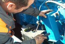 Mantenimiento por los electricista de Eléctrica Isleña de grupos electrógenos  en Cádiz / Mantenimiento de grupo electrógenos, donde se revisaron todos los niveles y la eficacia del generador y se cambiaron todas aquellas piezas que no permitían el buen funcionamiento del generador.