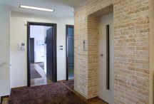 """Διακoσμηση πετρας εσωτερικου χωρου - Stone Design - Ευκαπτη πετρα - Τεχνητη πετρα / Επένδυση με εύκαμπτα πετρώματα Tepostone στην κατασκευή σας σημαίνει :   •Δημιουργία υψηλής αισθητικής εσωτερικών/εξωτερικών χώρων. •100% υγρομόνωση σε κάθε μορφή υγρασίας και """"σκασμένων"""" επιφανειών. •Μηδενικό κόστος συντήρησης. •Εύκολη και γρήγορη τοποθέτηση στο χώρο σας. •Υψηλή αντοχή σε ακραίες καιρικές συνθήκες. •Απεριόριστες δυνατότητες χρωματισμών. •Οικολογική συνείδηση καθώς όλα μας τα προϊόντα παράγονται από φυσικές πρώτες ύλες."""