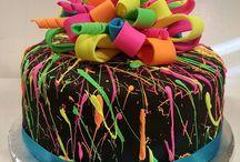 pasteles en tonos neon
