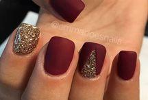 Mesmerizing nails