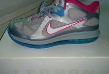 Nike Lebron 9 / Toutes les Nike Lebron 9 sont chez The Social Sneaks. Achetez et Vendez vos sneakers.