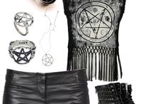 Outfits / Black clothing with accessories