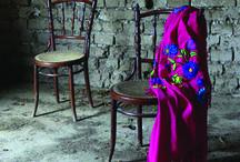 design contemporâneo + artesanato tradicional = SARIRI / A Sariri combina o design contemporâneo com os métodos tradicionais do artesanato Andino. Seus objetos únicos utilizam materiais sustentáveis como arame, madeira entre outros que misturados, transmitem a beleza latino-americana.