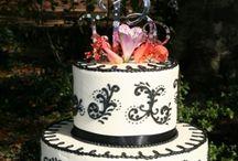 Williamsburg Weddings at Colonial Gardens B&B / Intimate Garden & Indoor Weddings