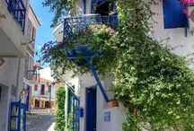 Greek Houses / Simplicity and beauty