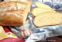 chleb czosnkowo serowy