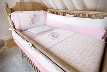 ❀ No mundo cor de ROSA  ❀ / Ser mãe de menina é ver o mundo cor-de rosa. Voltar à sua própria infância, lembrando das suas bonecas, roupinhas, brincadeiras, porém agora com aquela princesinha mais linda e cheirosa do mundo