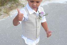Tenue des enfants d'honneur pour un mariage sur la plage