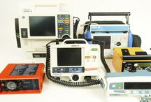 Sprzęt medyczny / Posiadamy w ciągłej sprzedaży sprzęt medyczny do wyposażenia karetek: - defibrylatory: LifePack 12, LifePack 20, ZOLL M, ZOLL E, HP CodeMaster, Philips HeartStart XL, - pompy infuzyjne: Braun, Alaris, - respiratory transportowe: Drager Oxylog, Parapack, TransPack, - pulsoksymetry, - deski do transport pacjentów, - krzesełka kardiologiczne, - monitory pacjenta, - i inny sprzęt medyczny.