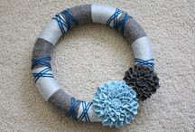 Wreaths / Looking to make a DIY wreath to help you spruce up your front door? Check out these fabulous wreath ideas and tutorials! Learn how to make your own wreath from burlap, ribbon, mesh, and any other materials you have on hand! Create your own beautiful wreath for any and every holiday and season with these ideas!