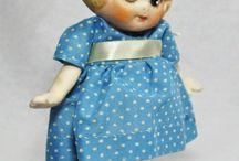 Antique dolls / Poupées anciennes