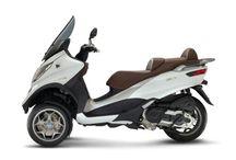 Piaggio - scooters gamme 2017 / Urgence scooters est le numéro 1 en vente de scooters Piaggio en France : Mp3, liberty, Beverly, Zip, Fly, Typhoon, tous vos scooters préférés sont chez nous : https://www.urgence-scooters.com/